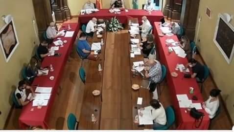 imagen del pleno de septiembre de 2020. concejales separados con distancia de seguridad.